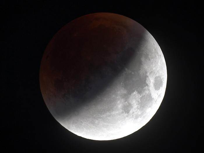 Астролог рассказала, какое послание несет лунное затмение 5 июня