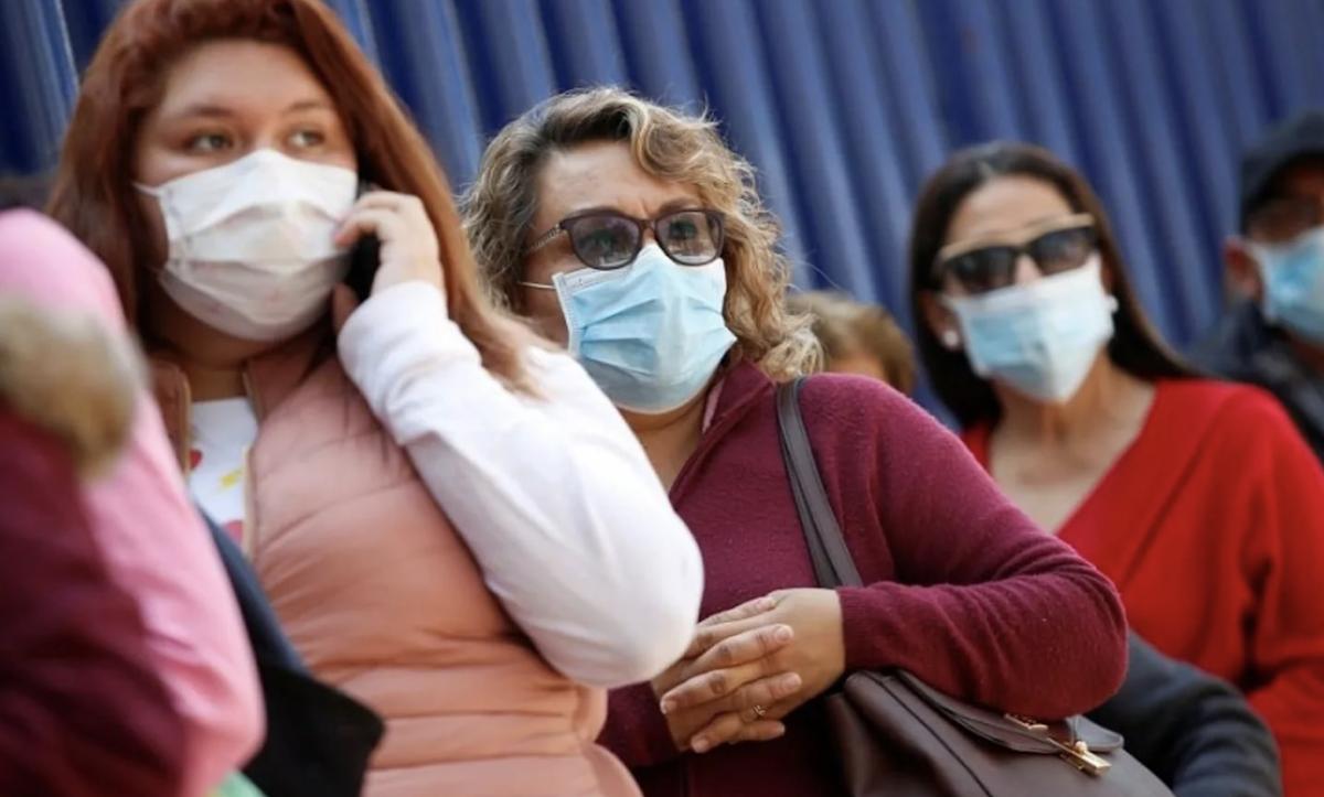 Психолог рассказал, как нагнетание ситуации с пандемией может привести к социальному взрыву