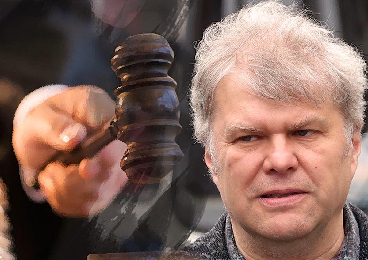 Депутату Митрохину в очередной раз перенесли суд из-за путаницы в показаниях свидетелей